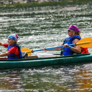 mom and daughter with bandanas racing the boys in kayak Indian Head Canoeing Rafting Kayaking Tubing Delaware River